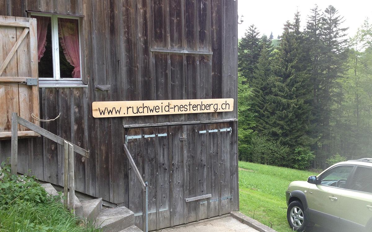 Ruchweid unterer Teil mit Holzlager von aussen
