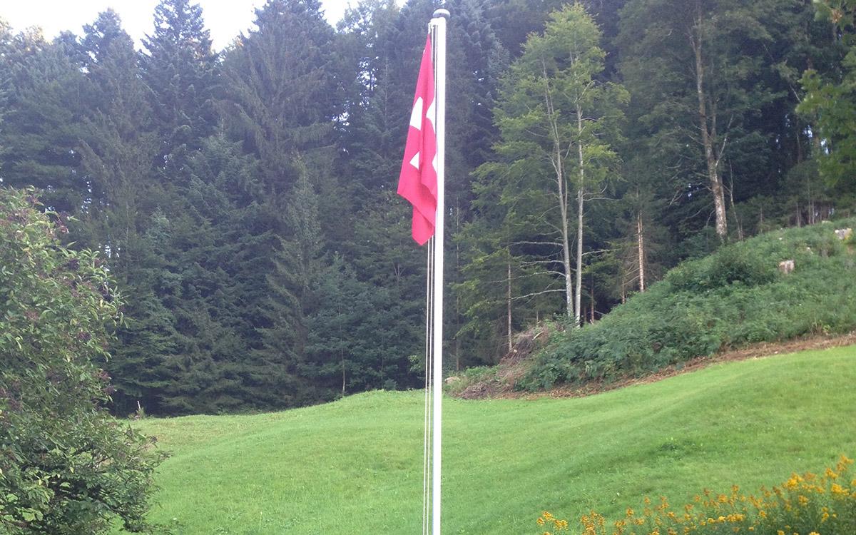 Die Schweizerfahne wird gehisst, wenn die Ruchweid bewohnt ist.