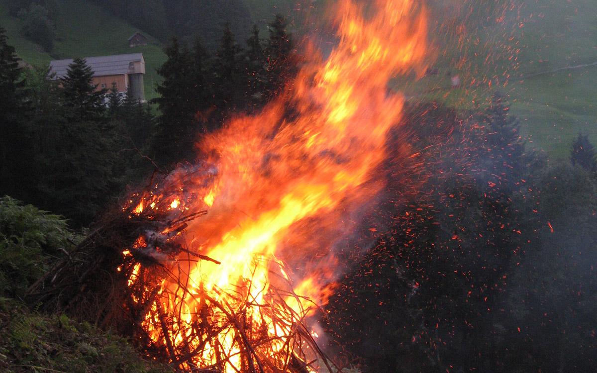 Erstaugust-Höhenfeuer (nach dem Holzen).
