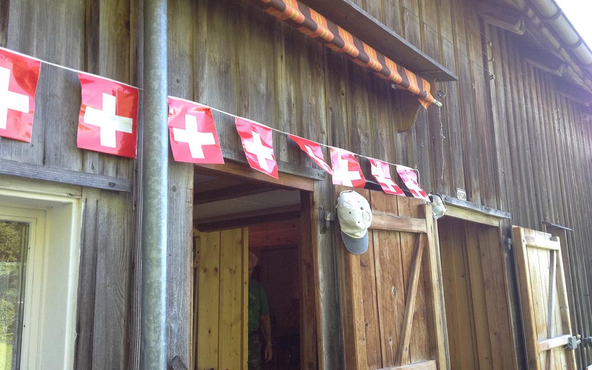 Die patriotische 1.-August-Dekoration darf benutzt werden.