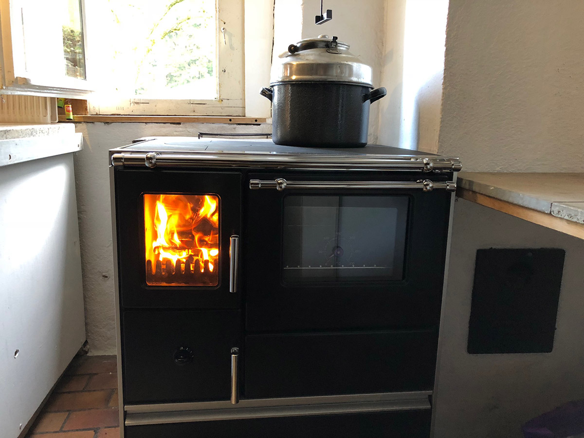 Neuer Holz-Kochherd